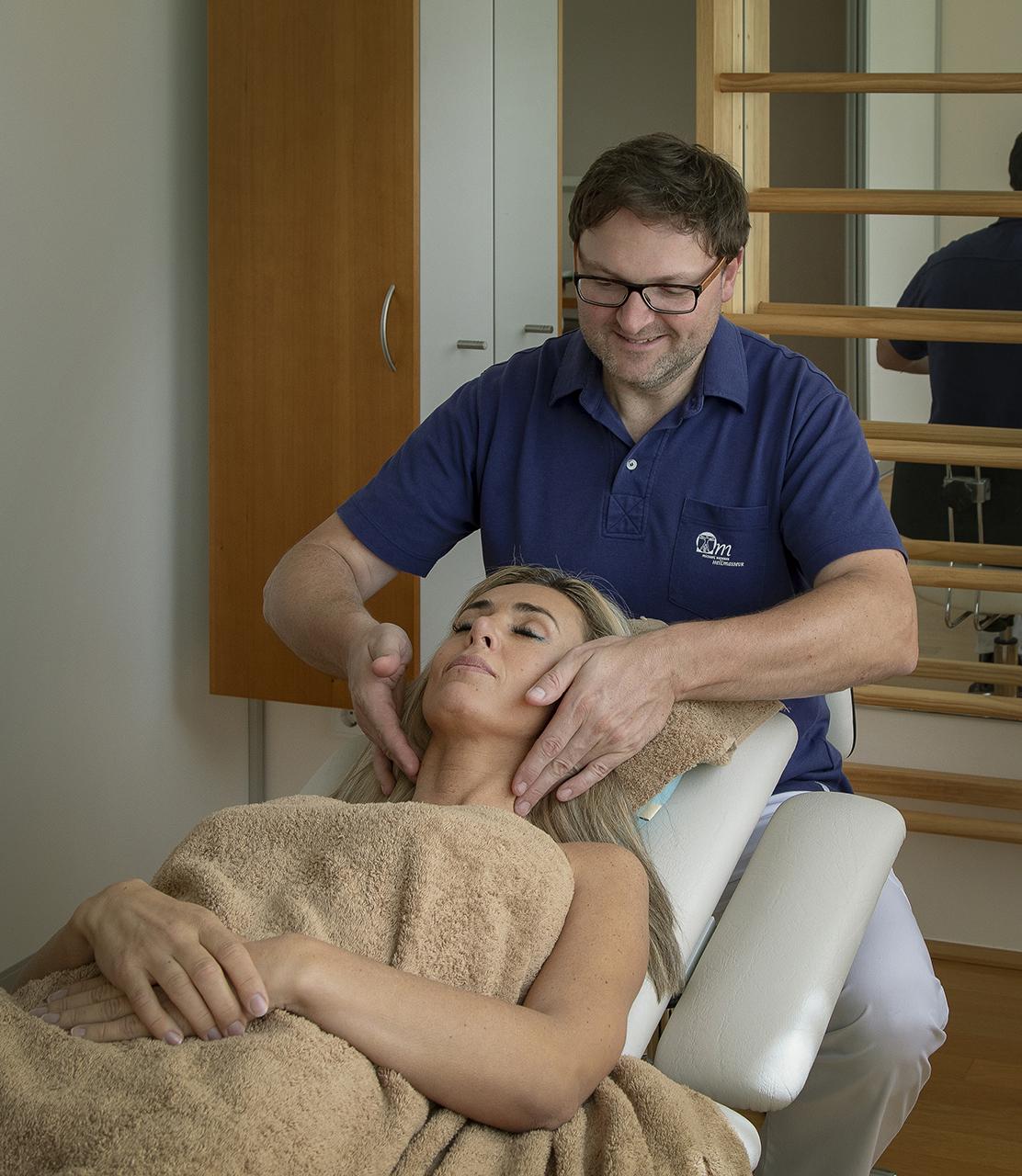 Heilmasseur, Massage, Heilmassage, Gesundheitsmassage, Fussreflex, Entstauungstherapie, Blockaden, Lymphdrainage, Lymphtaping, Reflexbehandlung, Marnitztherapie, Laserbehandlung, Schröpfen, Akupunktur, Akupressur, Triggerpunkt, Schluesselzonen